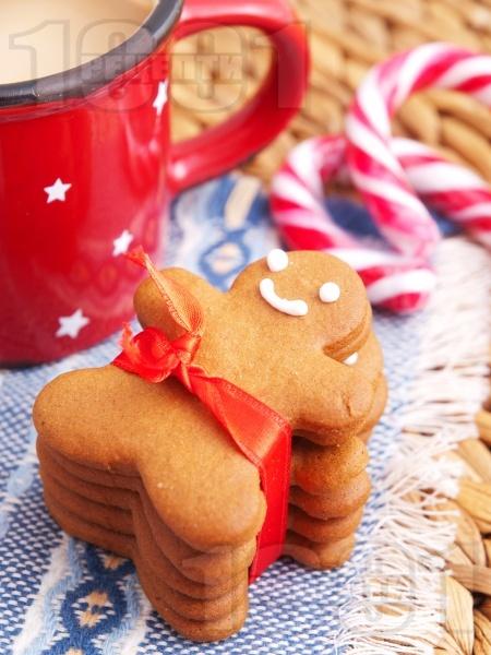 Домашни коледни сладки с канела, джинджифил и мед - снимка на рецептата
